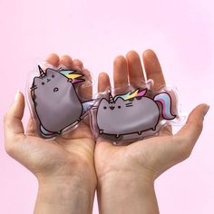 At this time of year it's nice to have a furry friend to keep us warm. #Pusheen however, has some serious skills! https://loom.ly/NrYwpMQ