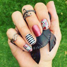 Zara's at it again gorgeous manicure for your #thursdayfun ladies :) PC: Zarra Van De Kreeke