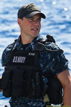 Taylor Kitsch in Battleship - Gracious my man looks GOOD! Love men in uniform! Taylor Kitsch, Hot Army Men, Sexy Military Men, Hot Men, Army Guys, Navy Man, Karl Urban, Men In Uniform, Raining Men
