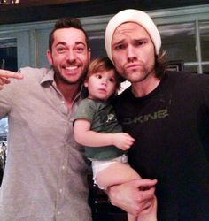 """- Zachary Levi (Chuck) on Twitter:   """"Hey Jared Padalecki, I believe the look on Thomas' face is saying he wants his #NerdHQ too. Though that could be gas."""""""