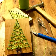 Reclaimed Christmas String Art Ornaments – and FREE printable pattern – Wanda Nelson – art therapy activities Christmas Tree Nails, Christmas Yarn, Christmas Tree Crafts, Holiday Crafts, Christmas Ornament, Christmas Ideas, Recycled Christmas Tree, Nail String Art, String Art Patterns