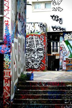 Nosbe - street art - Paris 20,  vingtieme theatre (juin 2013)