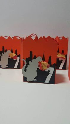 These Godzilla inspired favor boxes are great for your little ones celebration. They are personalized with their age. The boxes have twine handles for the children to hold. The flames are made to pop out of Godzillas mouth. There are 5 boxes included in the price. Colors can be changed. **Need a banner, cupcake toppers, favor bags/tags/boxes, centerpieces or matching items, please contact me.** Boxes are shipped flat to prevent damage during shipping. They are easy to put together... Godzilla Party, Godzilla Birthday Party, Monster Birthday Parties, 7th Birthday, Godzilla Vs King Ghidorah, King Kong Vs Godzilla, Godzilla Comics, Godzilla Godzilla, Godzilla Wallpaper