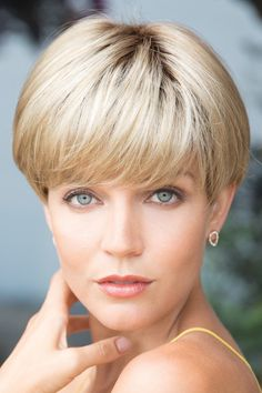 How to style the Pixie cut? Despite what we think of short cuts , it is possible to play with his hair and to style his Pixie cut as he pleases. Short Pixie, Pixie Cut, Short Hair Cuts, Short Hairstyles For Women, Bob Hairstyles, Pixie Haircuts, Curly Hair Styles, Natural Hair Styles, Meagan Good