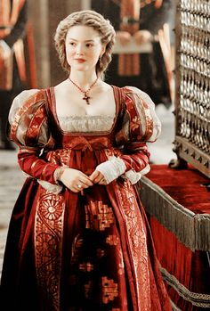 "Holliday Grainger as Lucrezia Borgia in ""The Borgias"" Costume design by Gabriella Pescucci ❤️ Italian Renaissance Dress, Renaissance Fashion, Renaissance Clothing, Medieval Dress, Lucrèce Borgia, Los Borgia, Historical Costume, Historical Clothing, Holliday Grainger"