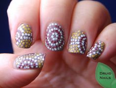 Druid Nails: 33DC2013 Day 1 - Dots