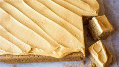 Krydderkake i langpanne med glasur Sweet Recipes, Cake Recipes, Recipe Boards, Something Sweet, Cake Cookies, Fun Desserts, Sheet Pan, Baked Goods, Food To Make