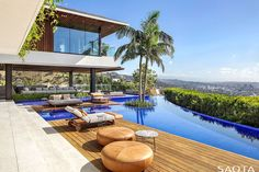 Haus Am Hang, South African Homes, Los Angeles Skyline, Hillside House, House Viewing, Swimming Pool Designs, Los Angeles Homes, Facade, House Design