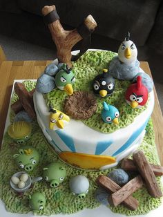 Ok, i just had to repost this not cause i will ever make it, just cause this is a super cool cake! :) This page features all the fun-loving angry birds birthday cakes I can find. If you or a loved one is itching to have an angry birds birthday. Bolo Angry Birds, Angry Birds Birthday Cake, Festa Angry Birds, Bird Birthday Parties, Birthday Cakes, Sons Birthday, Birthday Ideas, Pretty Cakes, Cute Cakes