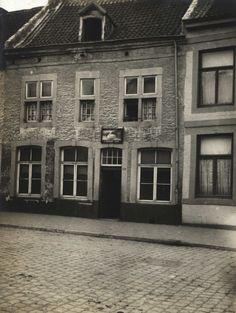 Maastricht. Huis met gevelteken 'in den Zwaen' Tongersestraat 86.