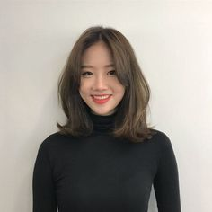 35 Amazing Shoulder Length Hair You Can Try Korean Long Hair, Korean Medium Hair, Medium Hair Cuts, Medium Hair Styles, Short Styles, Short Hair Korean Style, Korean Hair Color, Short Hair With Bangs, Short Hair Cuts