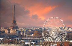 Ortaya çıkan gök gürültüsüyle Paris'ten Eyfel Kulesi'ne karşı mistik bir manzara