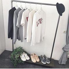 Simple, but practical • #rackbuddyjessie #simplicity #stylish #practical #home #boligindretning #menswear #interior4all #wardrobe #interiordesign #tøjstativ #kleiderständer #klesstativ #blackiron #shelve #rackbuddy