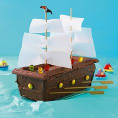 "Piratenschiff-Torte The perfect cake for adventurous kids. ""Pirates of the Caribbean"" fans set the ship in a wild sea of ​​crinkled, blue tissue paper. Cake Recipes With Pictures, Food Pictures, Pirate Birthday, Pirate Party, 20 Birthday, Birthday Ideas, Pirate Ship Cakes, Pirate Boat Cake, Food Humor"