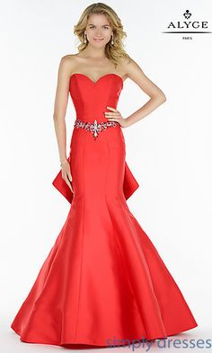 Alyce Paris Prom 2017 Style 6733 - Mikado trumpet gown, sweetheart neckline, embellished waist belt and ruffled back. Long Formal Gowns, Long Evening Gowns, Strapless Dress Formal, Strapless Sweetheart Neckline, Formal Dresses, Pageant Dresses, Bridal Dresses, Hoco Dresses, Long Mermaid Dress