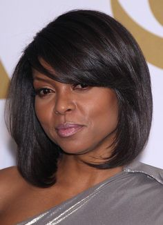 Blessed are the black women with long hair; but long hair might just become too tiresome for you. Here are short bob haircuts for black women that not only look chic and fabulous, but are also super functional, easy to maintain. Medium Length Bobs, Medium Hair Cuts, Medium Hair Styles, Short Hair Styles, Bob Hairstyles With Bangs, African Hairstyles, Hairstyles Haircuts, Black Hairstyles, Layered Bob Hairstyles For Black Women