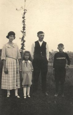 Iroquois family, no names, dates or location