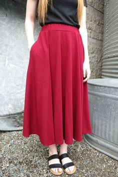 Red pocket skirt close