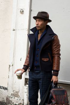I'm pretty sure i would kill this outfit js contrast leather sleeve jacket // London Collections: Menswear Street Style + Fashion Fashion Moda, Look Fashion, Mens Fashion, Fashion Shirts, Fashion 2015, Fashion Hair, Fashion Rings, Fashion Photo, Fashion Ideas