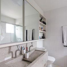 Armário com espelho de correr de Banheiro simples de Kali Arquitetura - Viva Decora