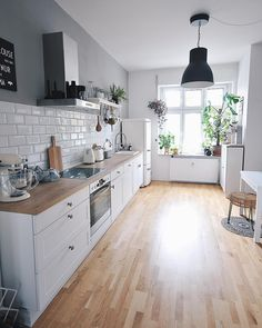 Modern Home Decor Kitchen – South Coast Home Decor Home Decor Kitchen, New Kitchen, Interior Design Living Room, Home Kitchens, Interior Designing, Küchen Design, House Design, Home Renovation, Kitchen Remodel