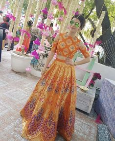 Want to look traditional but classy? Find latest Banarasi Lehenga Designs for weddings. Best Banarasi Lehengas of 2020 you cannot afford to miss. Indian Party Wear, Indian Wedding Outfits, Indian Wear, Indian Outfits, Wedding Dresses, Orange Lehenga, Indian Lehenga, Banarasi Lehenga, Lengha Choli