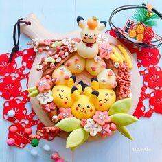 2017.1.6 . 新年のご挨拶遅くなりすいません明けましておめでとうございます今年もよろしくお願い致します❣ . 今年初めてのちぎりパンは、ピカチュウのしめ縄風です . . #pokemon #pokemonart #pocketmonsters #nintendo #breakfast #bread #homemade #foodart #cooking #baking #kawaii #foodpics #instafood #newyear #pikachu #ポケモン #ちぎりパン #パン #ピカチュウ #手作りパン #デコパン #キャラパン #キャラフード #デリスタグラマー #おうちパン #おうちカフェ #朝ごパン #朝ごはん #手作りおやつ #おやつ Japanese Milk Bread, Japanese Sweets, Bento Recipes, Dessert Recipes, Desserts, Food Collage, Cute Baking, Bread Shaping, Cute Buns