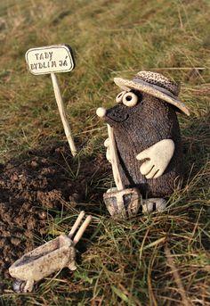 Krtek Kvído II. (na objednávku) / Zboží prodejce Keramika Pod liščí strání | Fler.cz Pottery Animals, Ceramic Animals, Clay Animals, Ceramics Projects, Clay Projects, Clay Crafts, Ceramic Pottery, Ceramic Art, Garden Animals