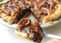 Chocolate Chunk Pecan Pie - King Arthur Flour - A little too much chocolate for my liking. Would like to taste more of the pecan pie flavor. Great if you love chocolate though! Just Desserts, Delicious Desserts, Dessert Recipes, Yummy Food, Blueberry Chocolate, Tartelette, Holiday Recipes, Thanksgiving Recipes, Love Food