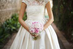 Vestido de novia en mikado y cuerpo de encaje