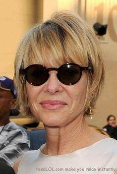 Short hairstyles for older women 2012 (35 Photos)