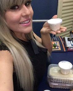 Uma das nossas clientes se deliciando com nosso iogurte gourmet (serve para pós treino e também um excelente lanche saudável) e claro com nossos congelados  Muito bem Aline  #academia #comidasaudavel #saudáveis #saudável #dietaja #detox #verdequerido #debemcomabalanca #iorguteproteico #foco #dieta #sounaturalisdimo #treino #foco #academia #turbinesuadieta #correr #receita #saladafresca #fitness #emagrecer #vidasaudavel #metabolismo #boracomer by sounaturalissimooficial http://ift.tt/1sH8JcN