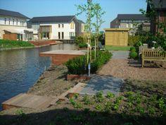 Tuin met meerdere terassen, grote vlonder, tuinhuisje en meer