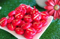 food: ladybug babybel cheese Cute and easy! Ladybug Picnic, Ladybug Party, Girl First Birthday, 2nd Birthday Parties, Birthday Ideas, Fun Snacks For Kids, Kids Meals, Babybel Cheese, Cheese Snacks