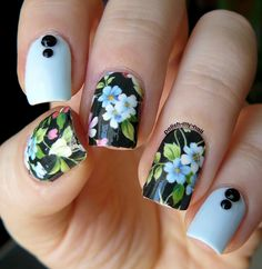 Uñas acrílicas con flores - Acrylic nails with flowers
