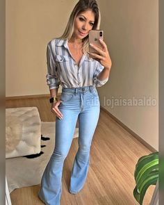 Awesome 45 Best Ideas To Wear Flared Jeans Summer Outfits, Casual Outfits, Cute Outfits, Fashion Outfits, Flare Jeans Outfit, Look Star, High Waisted Flares, Feminine Style, Work Fashion