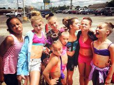 Dance Moms - Making silly faces, having fun! Dance Moms Dancers, Dance Mums, Dance Moms Girls, Mackenzie Ziegler, Maddie Ziegler, Brooke Hyland, Salsa Dress, Kendall Vertes, Show Dance