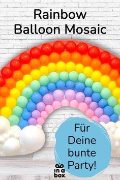 Am Ende von jedem Regenbogen steht ein Topf voller Gold, oder wie in unserem Fall, eine große Schüssel mit jeder Menge Süßkram! Denn unser DIY Regenbogen Ballon Mosaik passt ganz hervorragend auf jede Kindergeburtstags-Candybar und ist ganz einfach selbst gemacht. Wir schicken Dir alles, was du dafür benötigst per in einer Box zu! Party Box, Diy Party, Rainbow Balloons, Party Decoration, Gold, Unicorn Party, Dekoration, Kid Birthdays, Mosaics