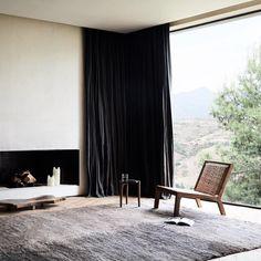 Villa E in Ourika, Marrakesch von Studio KO. Interior Decorating Styles, Interior Design Companies, Kensington House, Floating Fireplace, Studio, Villa, Luxury Restaurant, Black And White Interior, Inexpensive Home Decor