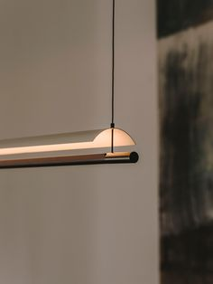 Playing with poetry and reason Lámina by Antoni Arola Antoni Arola plays as he designs and designs as he plays. Considered one of the most interesting European designers of his generation, this poet of light, as he is known, elevates us with his work Ceiling Light Design, Ceiling Lights, Light Fittings, Light Fixtures, Santa Cole, Lamp Design, Design Table, Design Design, House Design