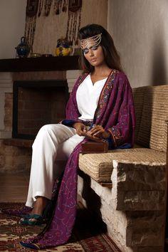 Kaftans, Abayas, Oriental Dress, Arab Women, Abaya Fashion, Traditional Outfits, Middle East, Fashion Brand, Fashion Ideas