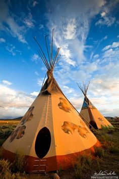 A pair of tipis in the warm glow of the setting sun. Near Taos, New Mexico. Photo by Adam Schallau. Native American Teepee, Native American Wisdom, American Indian Art, Native American Indians, Native American History, Native Indian, Native Art, Tenda Camping, Pierre Brice