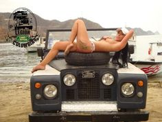 // The car - what else Colombian beauty posing on Land Rover Defender ★ App for… Trucks And Girls, Car Girls, 4x4, Nissan, Up Auto, Pajero Sport, Pin Up, Offroader, Landrover Defender