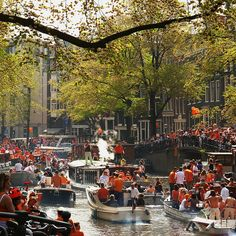 Celebrating Queen's Day on Amsterdam canals, The Netherlands (by Frizztext).