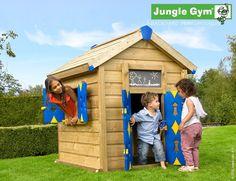 Báječný dřevěný domeček s okenicemi a dveřmi zajistí vašim dětem bezpečný prostor pro hru v zázemí vlastní zahrady. Navíc lze snadno i v budoucnu rozšiřovat.