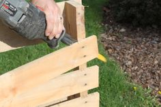 How to Disassemble Pallets With Ease ~ use a sawsall with a construction blade!