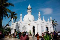 Women to re-enter Haji Ali Dargah after 5 years Details at - http://u4uvoice.com/?p=245040