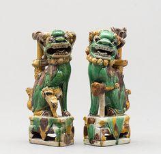 Par de Caes de Foe em porcelana Chinesa de Cia das Indias do sec.18th, 17cm de altura, 2,995 USD / 2,790 EUROS / 11,360 REAIS / 19,090 CHINESE YUAN soulcariocantiques.tictail.com