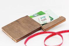 Monedero de madera, titular de la tarjeta de madera.  billetera delgada, cartera minimalista con el grabado GRATIS - regalo personalizado perfecto para los hombres.