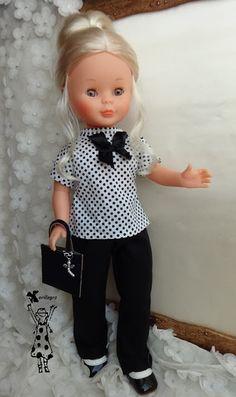blusita blanca con lunares negros pantalón negro recto con pinzas y bolsito  16 euros